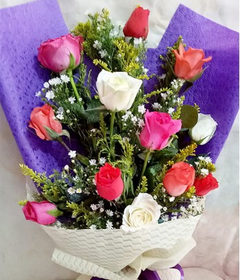 1 dozen of mixed roses