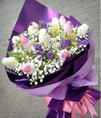 1 dozen of pink and white tulips